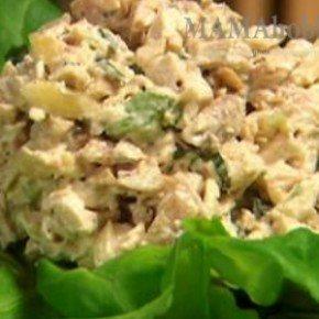 Тайский салат со свежим огурцом и орехами